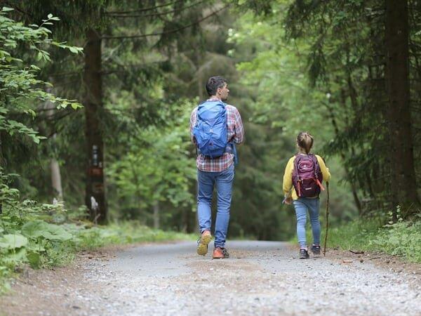 dad daughter hike