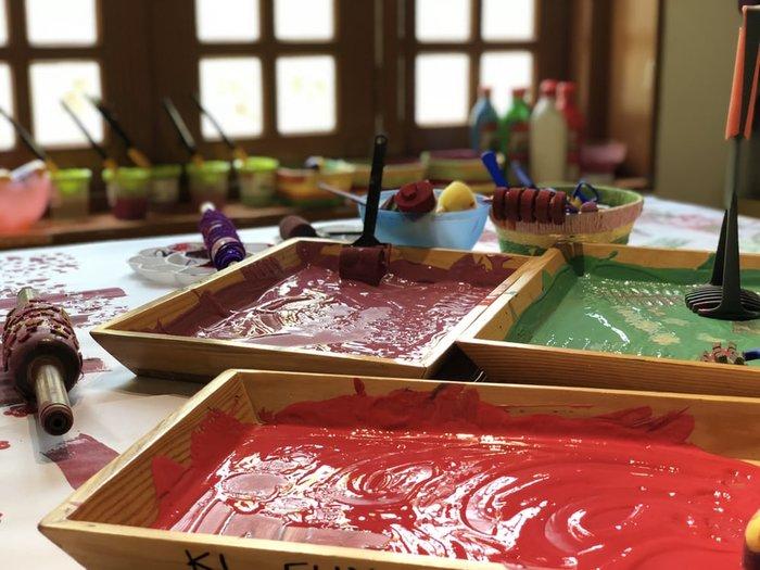 paints table