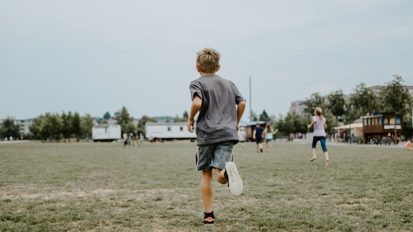 boy field run