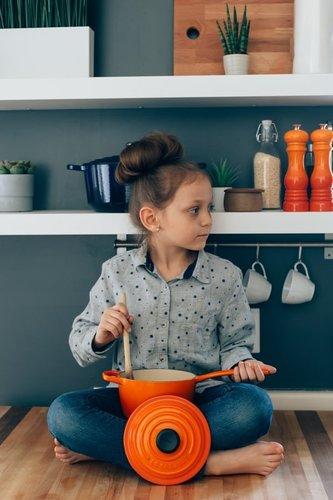 girl orange pot